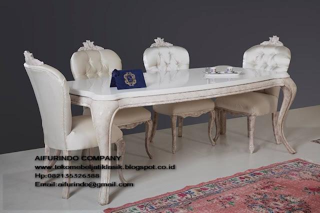 meja makan duco putih,meja makan klasik,meja makan classic,meja makan ukiran jepara,furniture jepara,mebel jepara,toko mebel jati klasik,furniture Jati Klasik duco mewah,code A1003