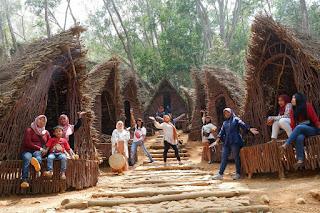 Lokasi Wisata Rumah Hobbit Mangunan, Wisata ala Negeri Donggeng