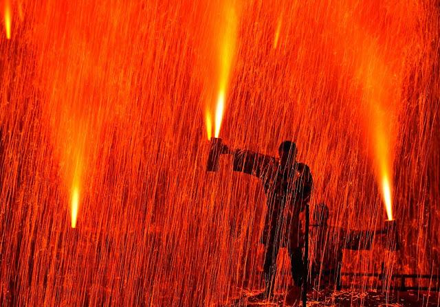 Tezutsu Hanabi (hand-held fireworks) in Hida-Takayama, Gif Pref.
