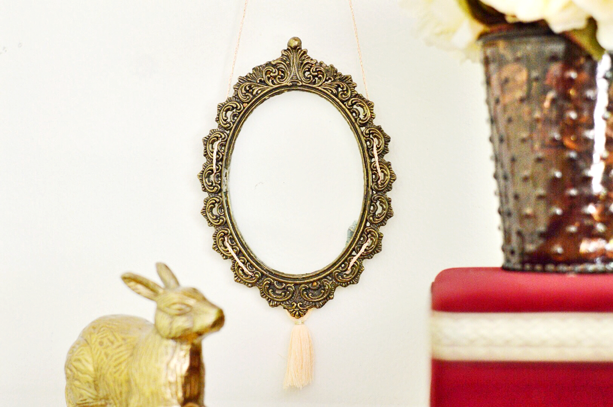 Anthropology knockoff, Inspired by DIY, Royal Theater Frame DIY, Tasseled frame, Domicile 37, Projects inspired by Anthropologie