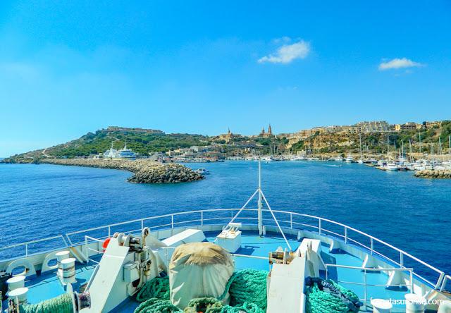 Chegada de balsa à Ilha de Gozo, em Malta
