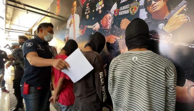 3 Pelajar di Mataram Jambret HP lalu Menendang Korban, Berhasil di Tangkap!
