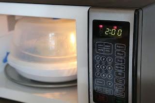 Sterilisasi Botol Susu dengan Microwave