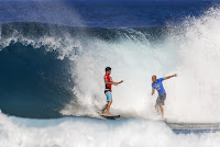 57 Gabriel Medina and Kelly Slater Billabong Pipe Masters foto WSL Tony Heff