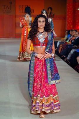spectacular-indian-bridal-lehenga-designs-by-ritu-kumar-2