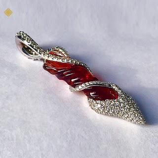 Mặt dây chuyền đá topaz hồng quý hiếm và kim cương