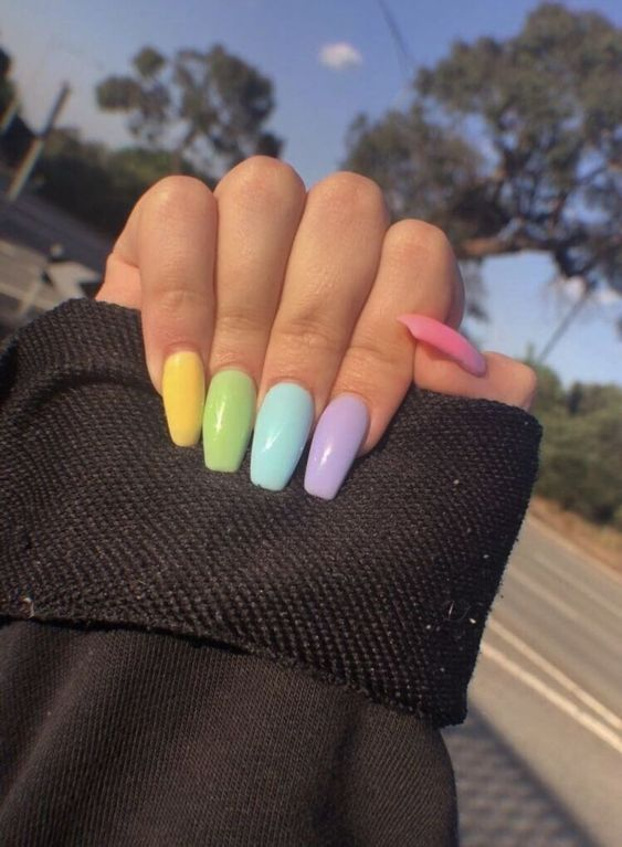 SKITTLE NAILS - AS UNHAS DO MOMENTO