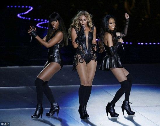 Beyonce hugs Jay-Z after Super Bowl Halftime Show