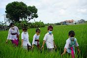 Bunda Paud Denpasar Ny. Sagung Antari Jaya Negara, Bacakan  Cerita Podang dan Podeng ke Anak-anak Paud