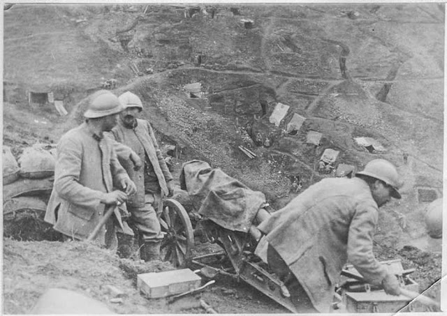 Battle of 19 March 1917 north of Bitola (Monastir).  Attack of the hill 1057 starting from the hill 1248 conquered the day before. Artillery organizing itself on its position