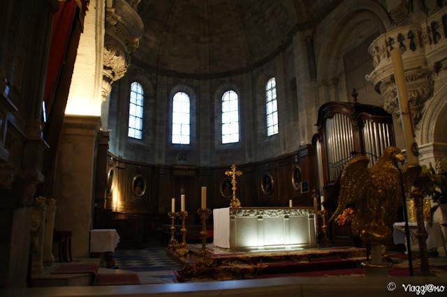 L'interno della Cattedrale Notre Dame des Doms di Avignone