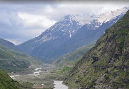 Ισχυρές χιονοπτώσεις και χιονοστιβάδες στην βόρεια Ινδία