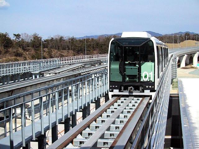 Gambar Kereta Maglev di Jepang sedang melaju