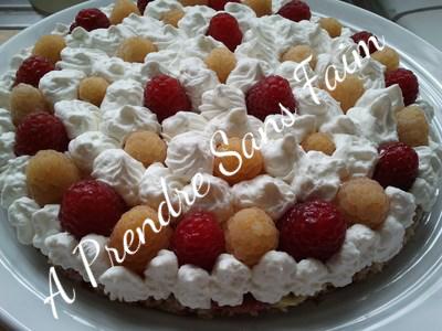 Gâteau vanille framboises aux boules de chocolat (pas à pas en photos)