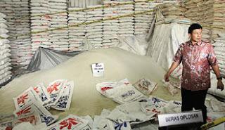Terungkap !! Jutaan Ton Beras Subsidi Untuk Rakyat Miskin Di Selewengkan Bulog - Commando