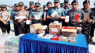 TNI AL Bekuk Penyelundup 20 Ribu Hp dari Singapura
