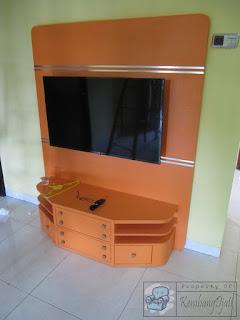 Kitchen Set Dan Rak TV Warna Oranye  - Furniture Semarang