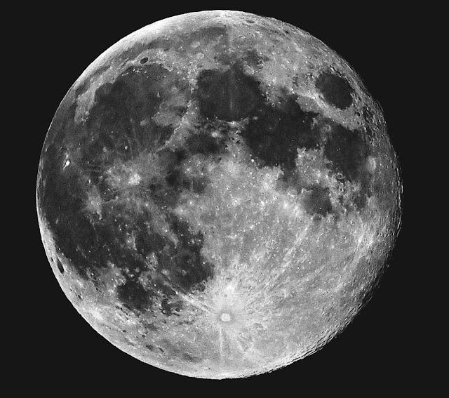 Bulan Penuh Terlihat dari Bumi