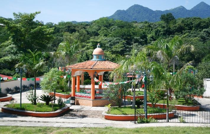 Pueblos de la sierra: Plaza de Fortuna de Vallejo.