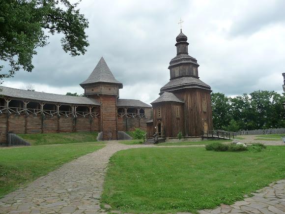 Батурин. Замковая церковь Воскресения Господнего