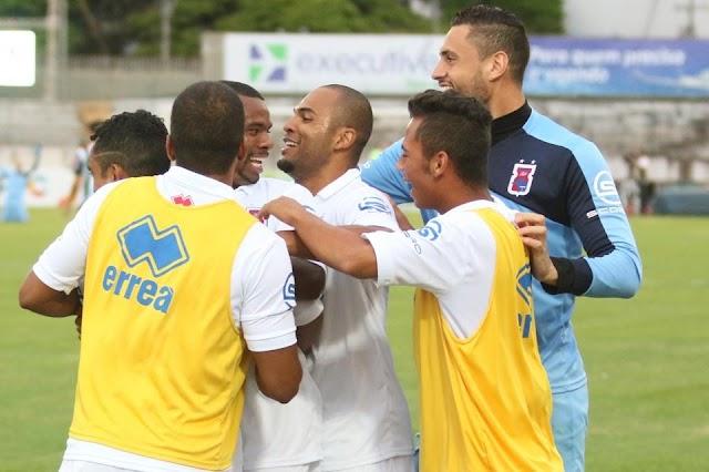 Lucio Flavio decide e Paraná vence mais uma