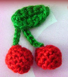 http://translate.googleusercontent.com/translate_c?depth=1&hl=es&rurl=translate.google.es&sl=en&tl=es&u=http://www.mazkwok.com/2012/11/free-crochet-pattern-christmas-cherry.html&usg=ALkJrhhGsfwpWvjStuwETFy_JLvAScU0vA