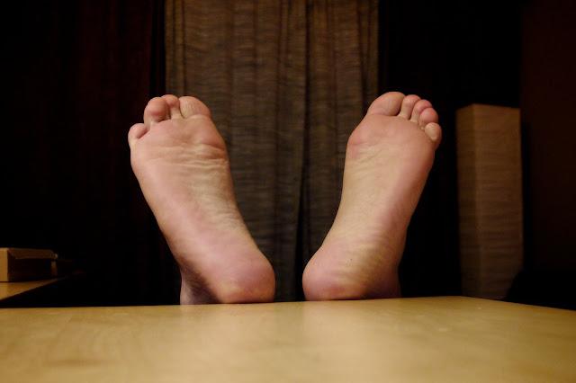 نصائح لعلاج تشققات القدمين في المنزل