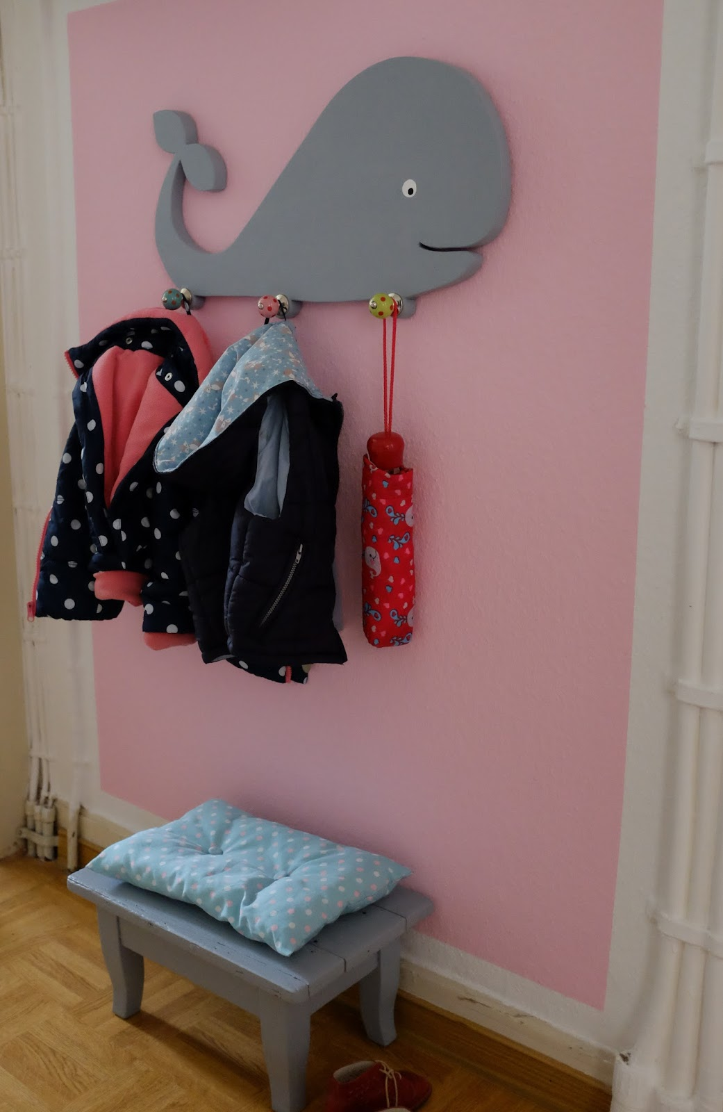 diy wal kindergarderobe aus holz fuchsgestreift. Black Bedroom Furniture Sets. Home Design Ideas