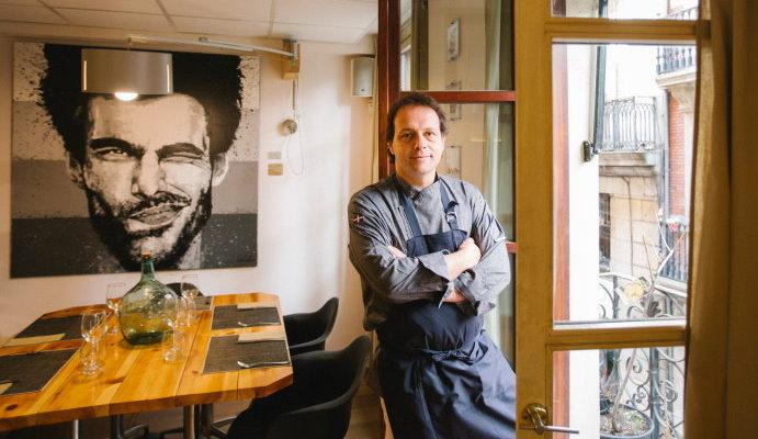 Comedor con dibujo de Jon Kortajarena