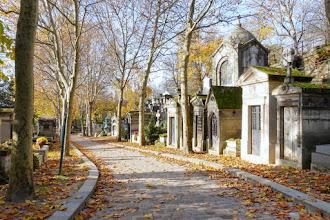 Paris : Cimetière du Père Lachaise, nécropole parisienne emblématique, lieu de promenade et de recueillement - XXème