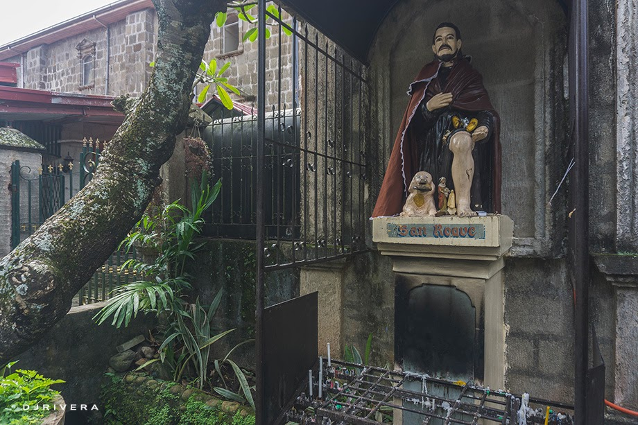 Image of San Roque at the side entrance gate