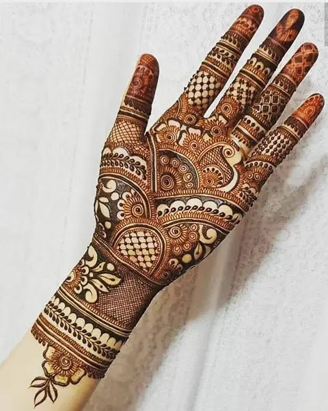simple-mehndi-for-karwa-chauth