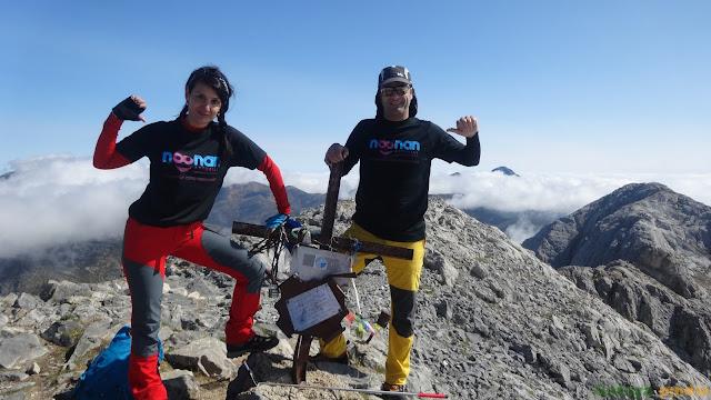 Celebrando la cima en el Pico Espigüete