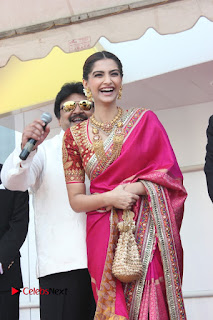 Actress Sonam Kapoor Launch Kalyan Jewellers Anna Nagar Showroom 0006.JPG