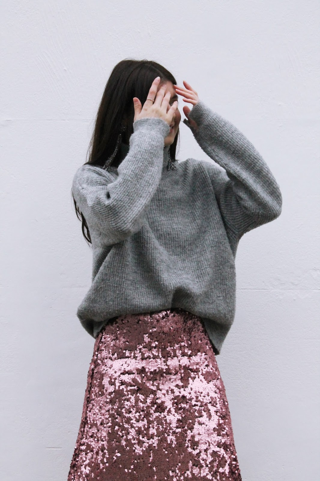 fashion blogger, london blogger, microinfluencer, sequin skirt, hm pink sequin skirt, jumper and sequin skirt, holiday outfit, christmas outfit