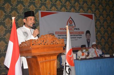 Ketua DPW PKS NTB Yek Agil, saat melantik pengurus DPC PKS tingkat Kecamatan se Loteng kemarin