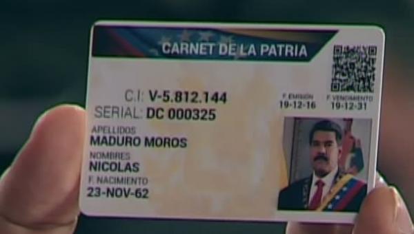 Maduro presenta Carnet de la Patria que racionará productos desde enero de 2017