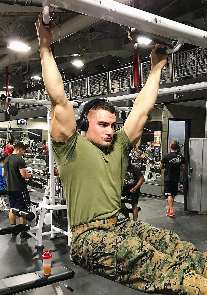 military-uniform-gym-dude-huge-arms-workout-soldier