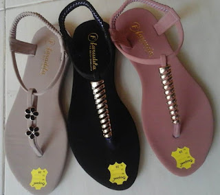 https://sandal.omasae.com/2019/10/grosir-sandal-wanita-cantik-sidoarjo.html?utm_source=feedburner&utm_medium=feed&utm_campaign=Feed:+PerajinSandalSidoarjo+(Perajin+Sandal+Sidoarjo)&m=1