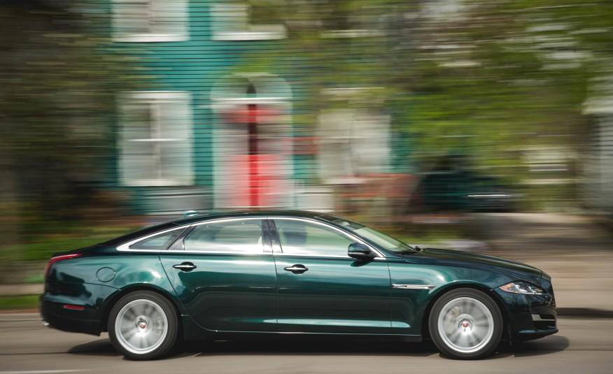 Jaguar XJ là dòng sedan sang nhất của Jaguar