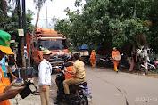 Petugas PPSU Kelurahan Rawa Buaya Bergerak Bersihkan Sampah di Rw.05 dan 06
