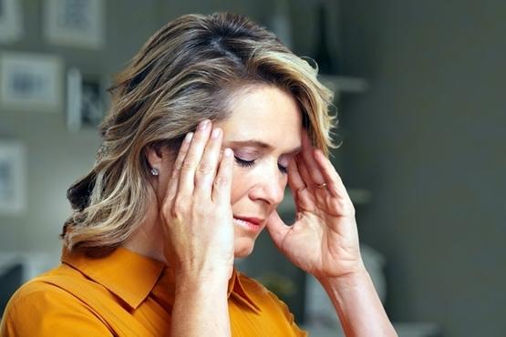 O que pode causar dor de cabeça constante?