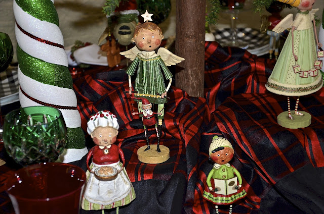 Entertaining Women Christmas With The Elves
