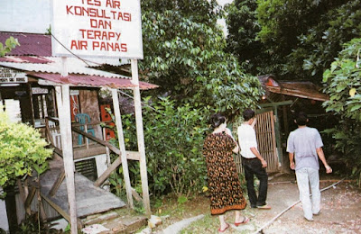 "Terapi Pemandian dan Hutan Khas Indonesia"""