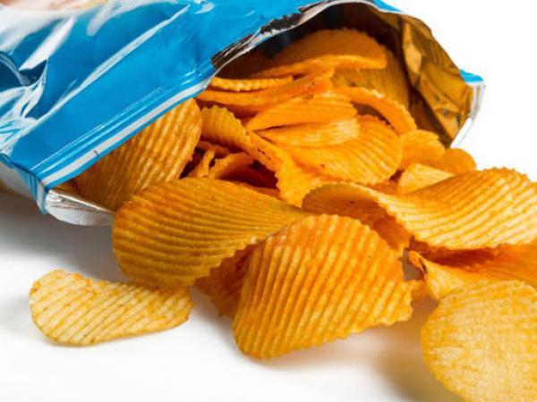 تسمم 8 أطفال بعد تناولهم رقائق البطاطس وهذه حالتهم الصحية