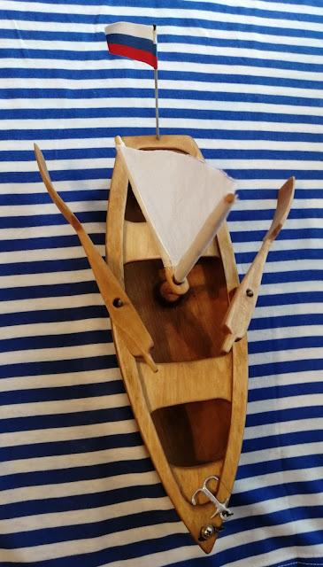 деревянная лодочка-игрушка в подарок ребенку