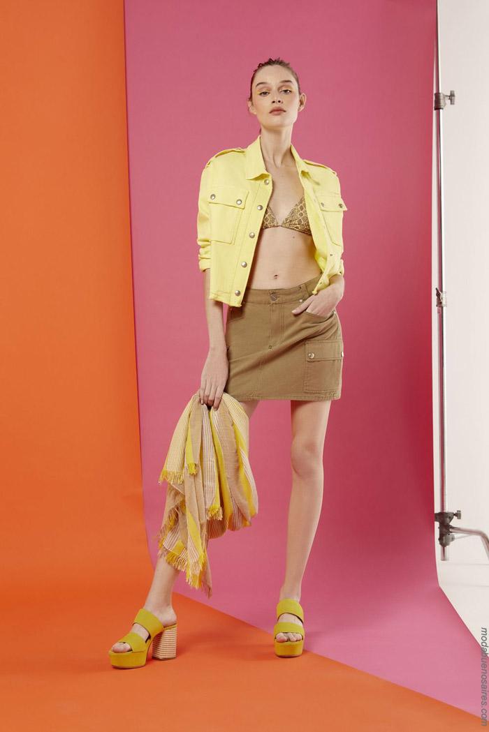 Camperas de corte jeans amarillas primavera verano 2020. Moda 2020 camperas de jeans.