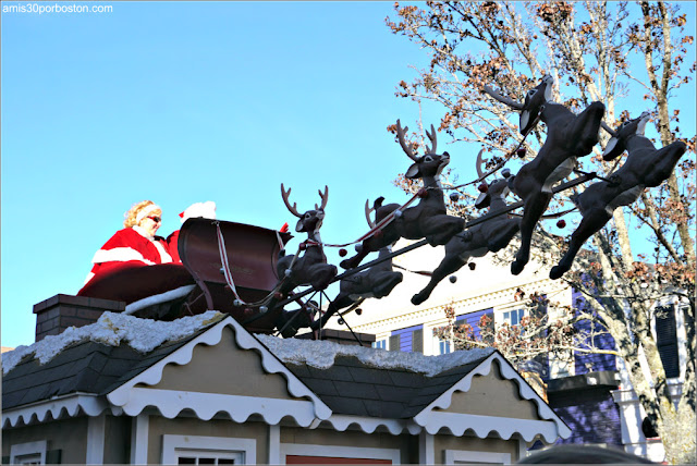 Carroza de Santa Claus en el Desfile de Acción de Gracias de Plymouth