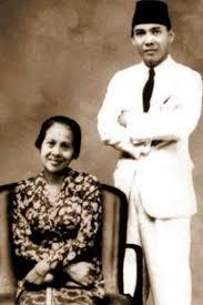 Soekarno dan salah satu istrinya