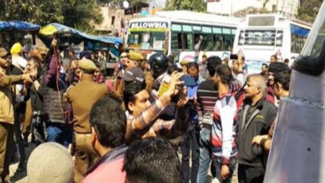 breaking news जम्मू बस स्टैंड पर ग्रेनेड हमला, 26 घायल, 2 गंभीर हालत